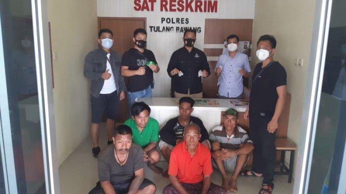 Asyik Bermain Judi Kartu Ceki,5 Warga Ditangkap Tekab 308 Polres Tulangbawang