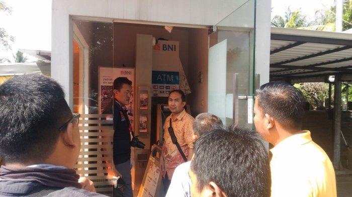 BREAKING NEWS - Kesaksian Tukang Parkir soal Pembobolan ATM Rumah Kayu Bandar Lampung