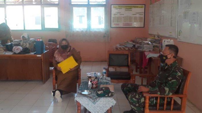 Babinsa Pantau PTM di Kecamatan Gunung Labuhan Way Kanan Lampung