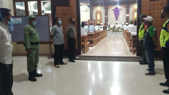Anggota Koramil 410-04/TKT Lakukan Pengamanan di Gereja Santa Maria Imaculata
