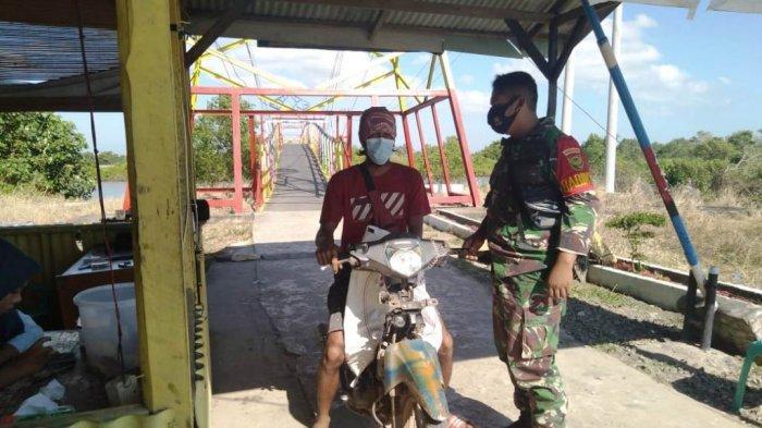 Babinsa Kodim 0426/Tulangbawang Lampung Pantau Penerapan Prokes oleh Warga di Rawajitu
