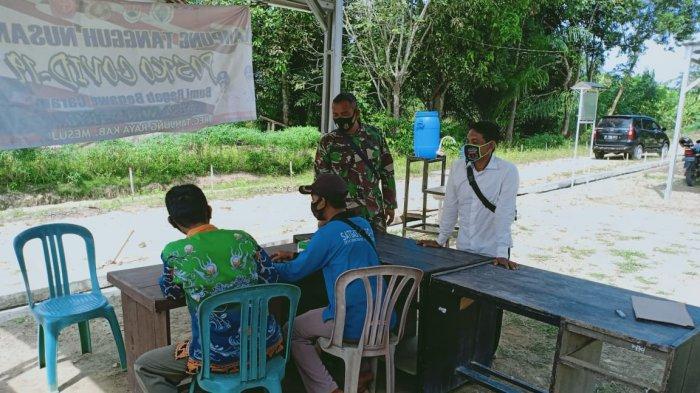 Anggota Koramil 426-01 Simpang Pematang Sosialisasi Prokes di Desa Sinar Laga Mesuji