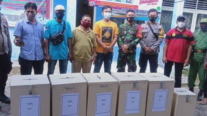 Babinsa Koramil Baradatu Laksanakan Pengamanan Pilkakam Serentak di Way Kanan