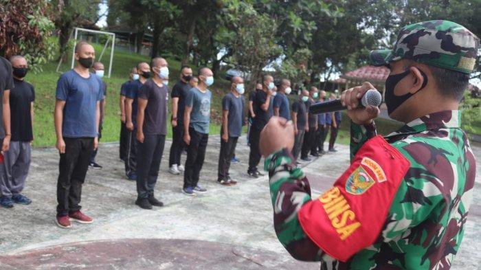 Babinsa Serka Selamet Beri Pelatihan Pendidikan Dasar kepada Satuan Tugas Penanganan Bencana
