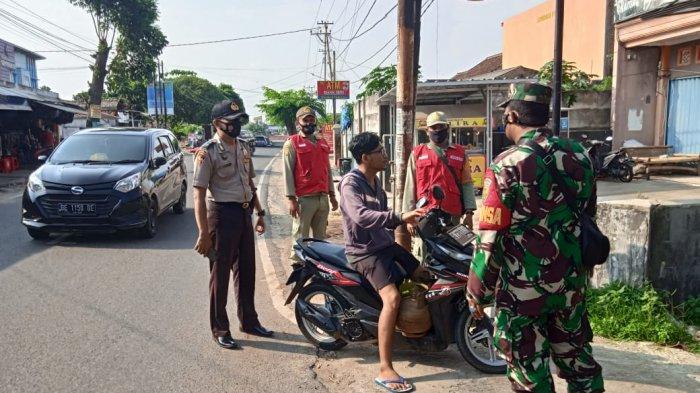 Babinsa Koramil 410-06/Kedaton Rutin Lakukan Patroli Prokes di Wilayah Binaannya