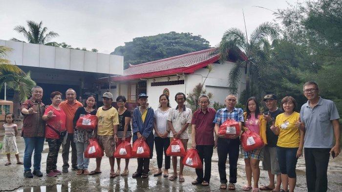 Marga Lim Bagi-bagi 200 Paket Sembako Sambut Imlek 2571