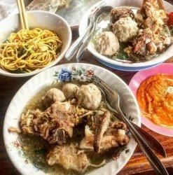 Kuliner Bandung, Rekomendasi Bakso Daging Enak di Bandung Ada Bakso Rudal