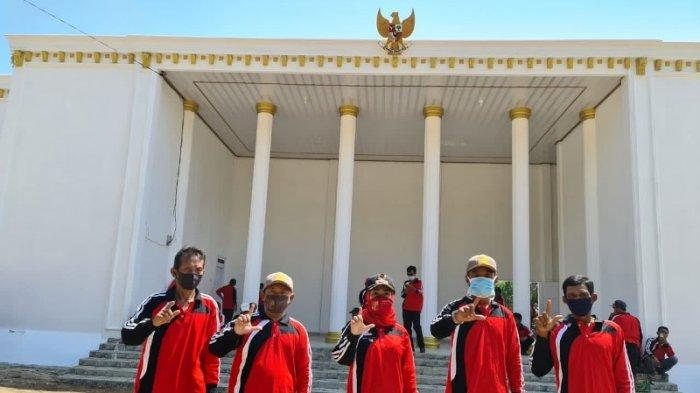 Balai desa mirip Istana Negara berada di Desa Cempaka, Kecamatan Sungkai Jaya, Lampung Utara.