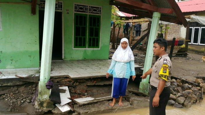 BREAKING NEWS - 15 Rumah di Kelumbayan Tanggamus Alami Kerusakan Akibat Diterjang Banjir