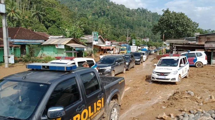 Fakta-fakta Banjir Besar Landa Tanggamus, Batu-batu Tutup Jalan hingga 3 Jenazah Hanyut