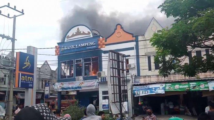 Bank Lampung Kota Agung Terbakar, Damkar Cegah Api Merembet ke Ruko Sebelah