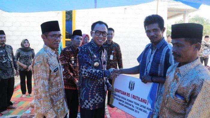 Bantuan KUBE di Negeri Besar, 7 Kelompok Usaha Terima 1 Ekor Kambing Jantan dan 3 Betina