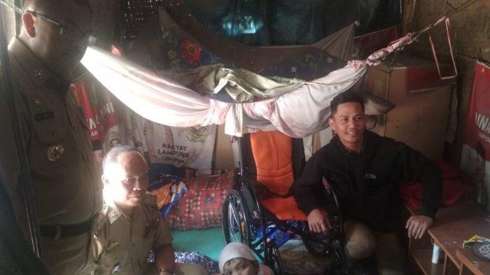 Pemkab Bantu Kursi Roda bagi Warga Penderita Lumpuh Layu