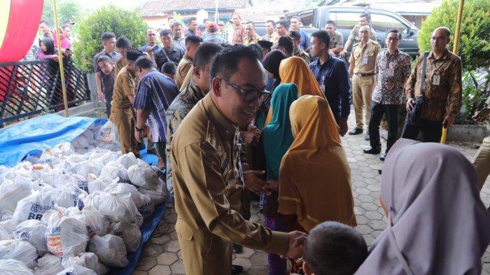 1.000 Warga Kurang Mampu Gunung Labuhan Dapat Bantuan Paket Sembako