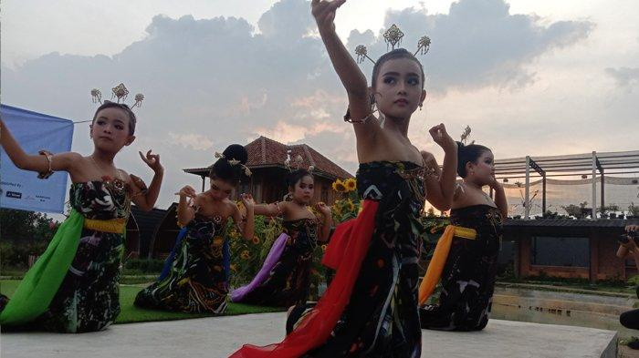 Batik Kontemporer, Corak Warna Tak Beraturan tetapi Digemari Milenial dan Politisi