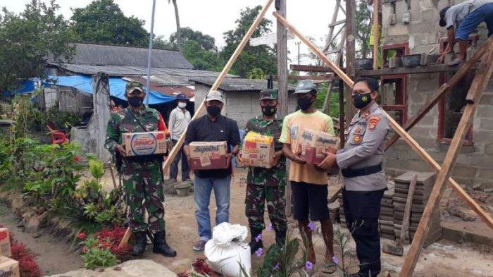 Polisi, TNI dan Warga Bantu Bedah Rumah Warga di Seputih Raman Lampung Tengah