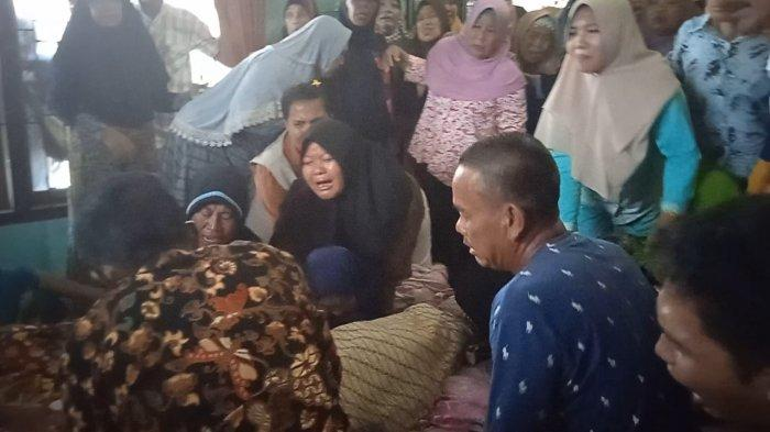 Duka Mendalam di Kediaman 2 Korban Tewas dalam Bentrok Berdarah di Anak Tuha Lampung Tengah