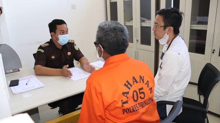 Berkas Lengkap, Kades Tersangka Korupsi Dana Desa di Pringsewu Dilimpahkan ke Kejari