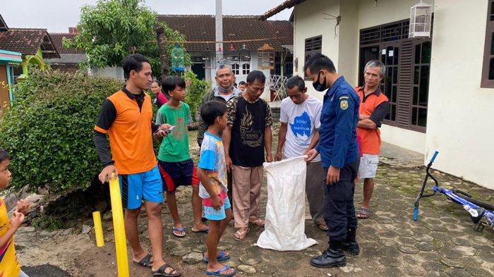 BPBD Bandar Lampung Amankan Ular Sanca Kembang Sepanjang 3,5 Meter