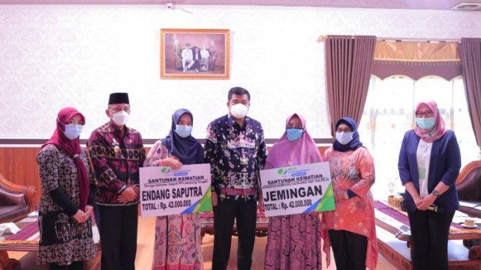 BPJAMSOSTEK Bersama Bupati Lampung Tengah Serahkan Santunan Kepada Ahli Waris
