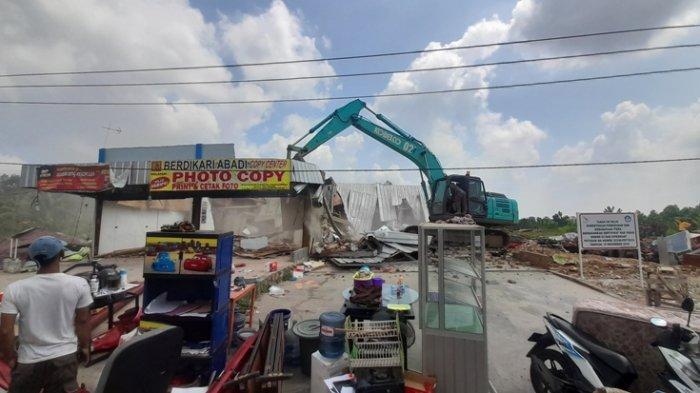 BREAKING NEWS 17 Bangunan Dianggap Liar di Way Hui Dirobohkan, Warga Sempat Lakukan Perlawanan