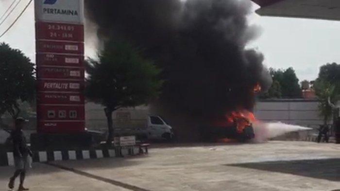 BREAKING NEWS - 3 Motor dan 1 Mobil Terbakar saat Antre BBM di Metro