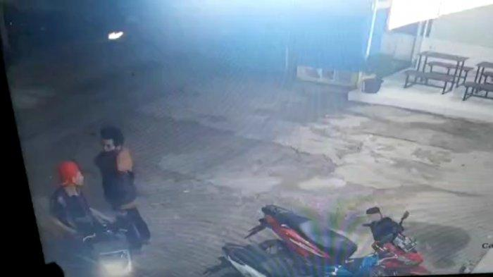 BREAKING NEWS Curanmor di Minimarket Pringsewu Terekam CCTV, Motor Kasir Raib