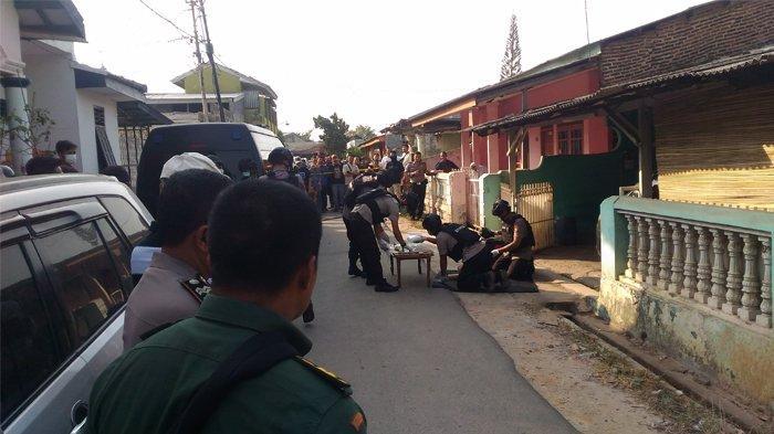 BREAKING NEWS - Geledah Rumah di Perumnas Way Halim, Densus 88 Temukan Bubuk Peledak