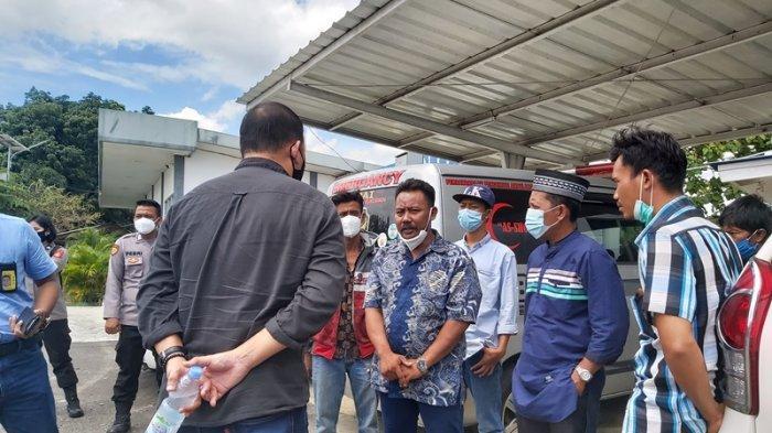 BREAKING NEWS Keluarga Korban Sriwijaya Air SJ 182 Asal Lampung Tunggu Kedatangan Jenazah di Branti