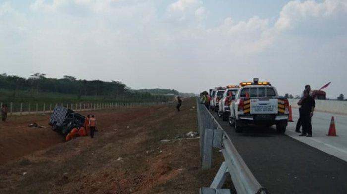 BREAKING NEWS - Kasatlantas Polres Lampung Tengah Sampaikan Kronologis Lakalantas di Tol Lampung