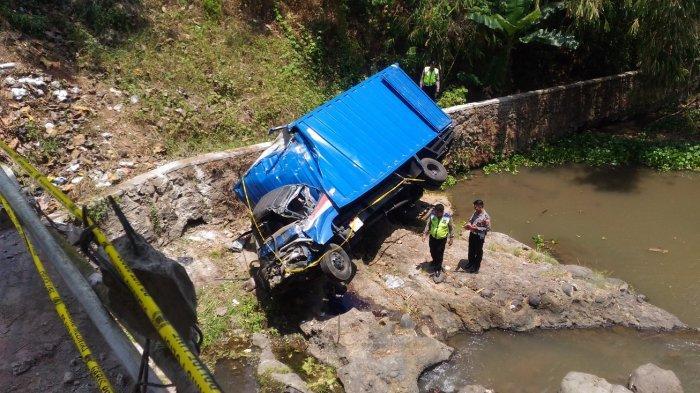BREAKING NEWS - Pastikan Kecelakaan Truk Fuso, Satlantas Polresta Lakukan Olah TKP 2 Kali