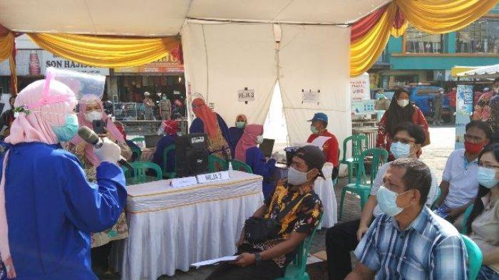 BREAKING NEWS Pedagang Pasar Tradisional di Bandar Lampung Divaksin Covid-19