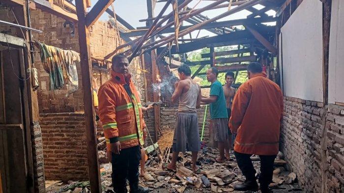 Rumah Warga di Lampung Selatan Terbakar, Camat Setempat Segera Beri Bantuan