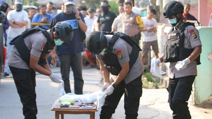 Bukan Bahan Peledak, Ini yang Didapat Densus 88 Dua Jam Geledah Rumah Terduga Teroris di Pringsewu