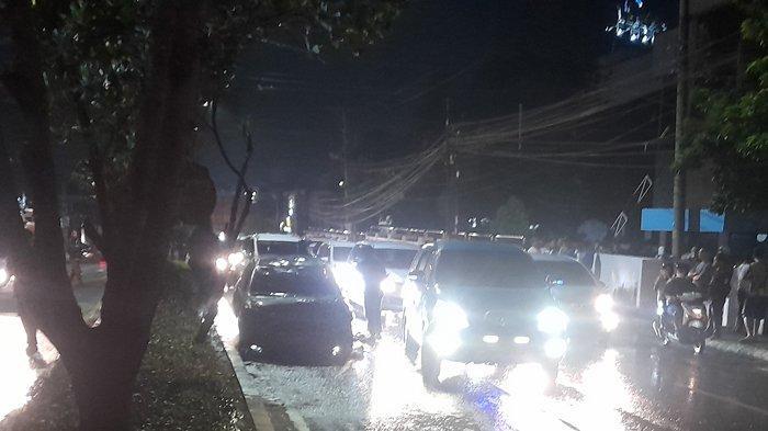Satu unit mobil Toyota Vios terbakar ludes di Jalan Teuku Umar Kedaton Bandar Lampung tepatnya di depan kantor PTPN 7, Selasa (4/5/2021) malam.