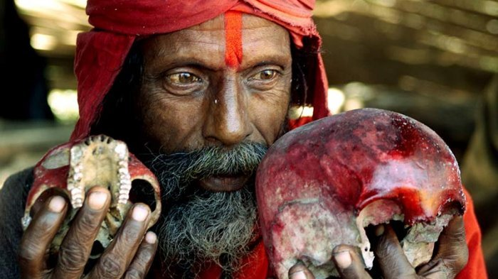 8 Tradisi Paling Aneh di Dunia, Makan Mayat Hingga Melempar Bayi - Halaman 3 - Tribun Lampung