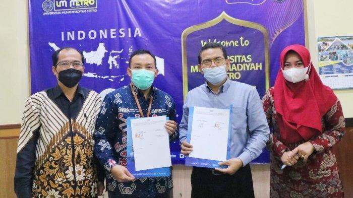 Dekan FEB Kampus Terbaik Sumatera UM Metro Tandatangani PKS dengan Direktur Utama BPRS Metro Madani