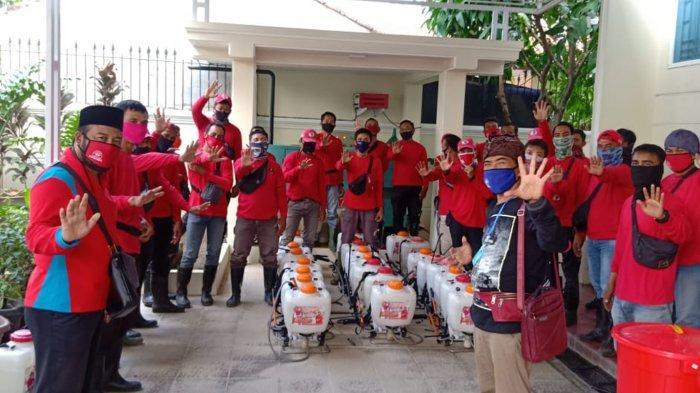 Bunda Eva Dwiana Pimpin MTRH Lampung Semprot Cairan Disinfektan di 3 Kelurahan