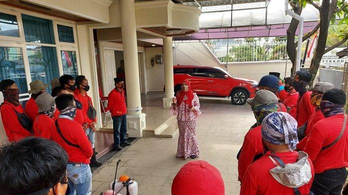 Bunda Eva Dwiana Pimpin MTRH Lampung Semprot Cairan Disinfektan di Kedamaian