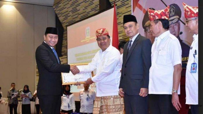 Bupati Agung Terima Penghargaan Anubhawa Sasana Desa dari Kemenkumham