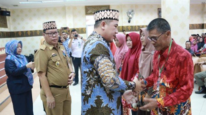 Bupati Dendi Ramadhona Lepas 500 Orang Berangkat Ziarah Wali Songo Gelombang Pertama