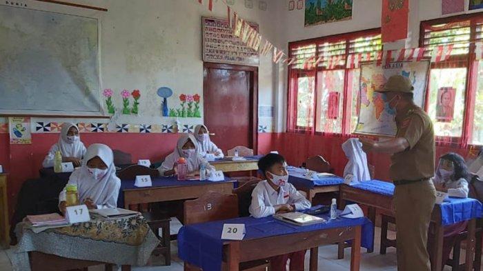 Bupati Lambar ParosilMabsus Tinjau Pelaksanaan KBM Hari Pertama di Beberapa Sekolah