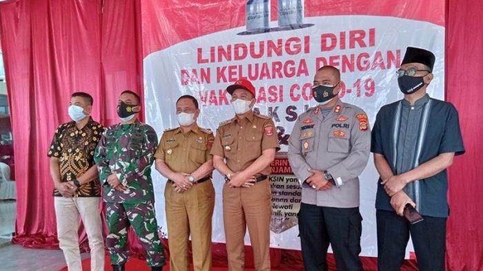 Bupati Lampung Barat Parosil Disuntik Vaksin Covid-19 Kedua, Mengaku Rasakan Efek Samping