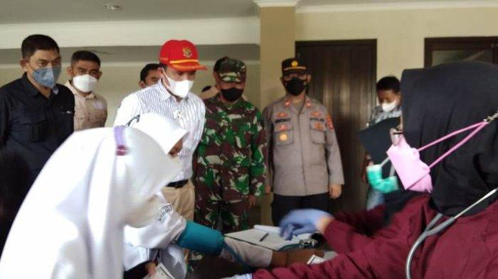 Bupati Lampung Barat Tinjau Vaksinasi Covid-19 di GOR Aji Saka