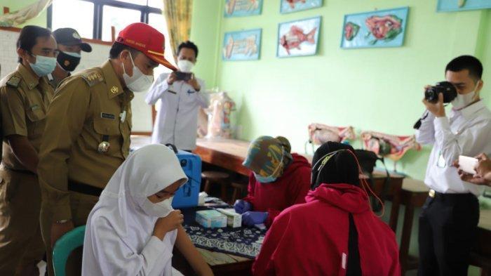 Bupati Lampung Barat Tinjau Pelaksanaan Tes PPPK dan Vaksinasi di Sekolah