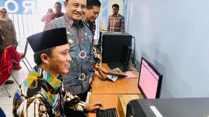 Bupati Lampung Barat Parosil Mabsus Jadi Editor Tamu Online Tribun Lampung