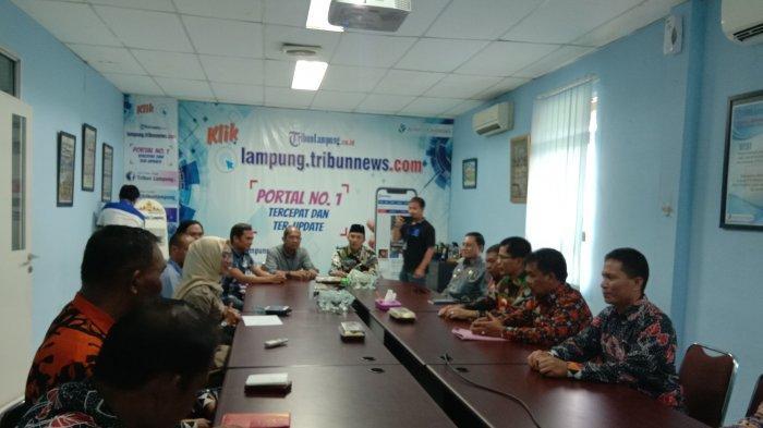 Bupati Lampung Barat Parosil Mabsus Sambangi Kantor Tribun Lampung