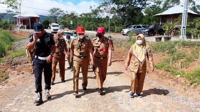 Bupati Lampung Barat Parosil Mabsus Tinjau Proyek PLTM di Batu Brak