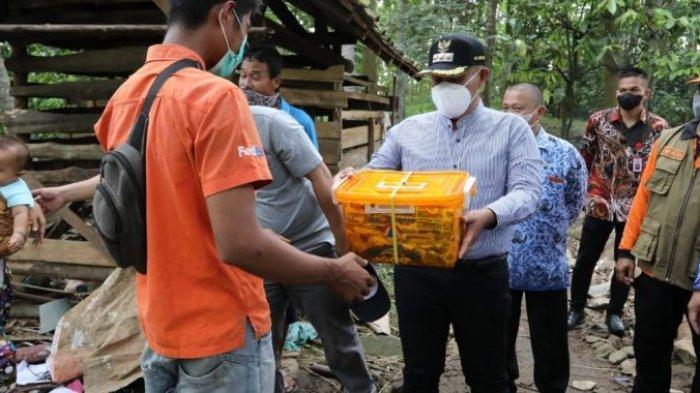 Bupati Lampung Selatan Kembali Bedah Rumah Warga di Desa Tajimelala