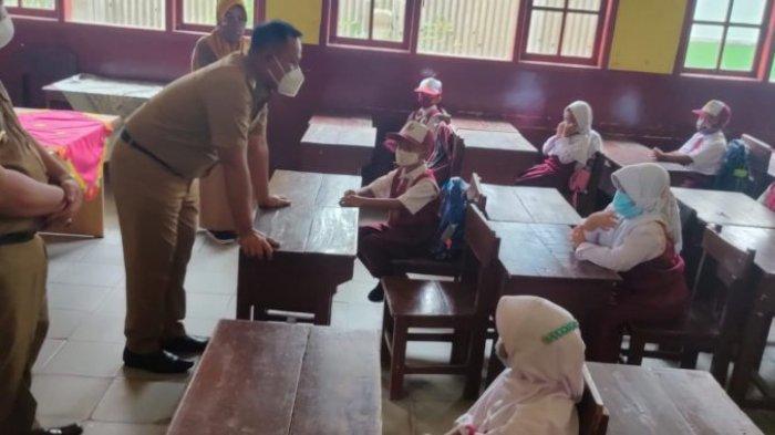 Tinjau PTM Terbatas SMP di Kalianda Lamsel, Bupati Nanang Minta Siswa Jangan Diberi Pelajaran Berat
